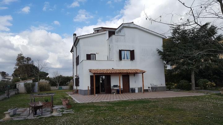 Appartamento in villa ad Aprilia - zona Fossignano