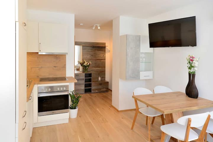 """Charming Apartment """"Blaser"""" with Wi-Fi, Garden and Terrace; Parking Available"""