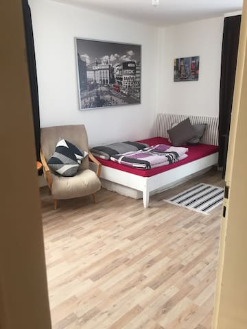 Central cozy room,free parking,wifi - Stuttgart - Huoneisto