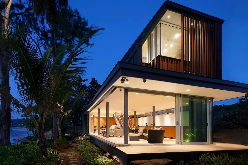 Modern beachfront home designed by world-renowned architect Kevin Miyamura