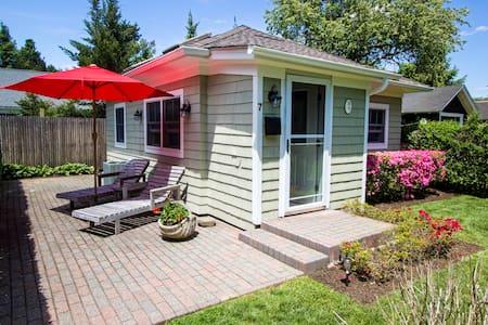 Village Cottage-Prime Hamptons Spot - เซาแธมป์ตัน - บ้าน