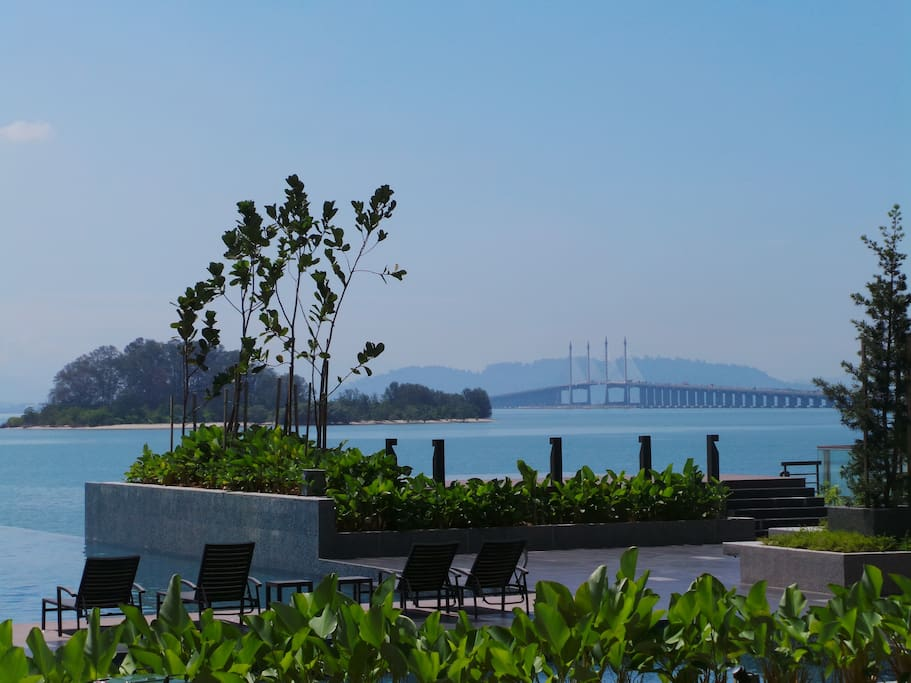 Infinity Swimming pool + Jacuzzi with lovely views on the Penang bridge.
