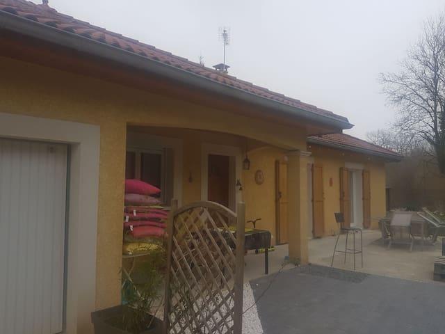 Maison neuve dans village très agréable