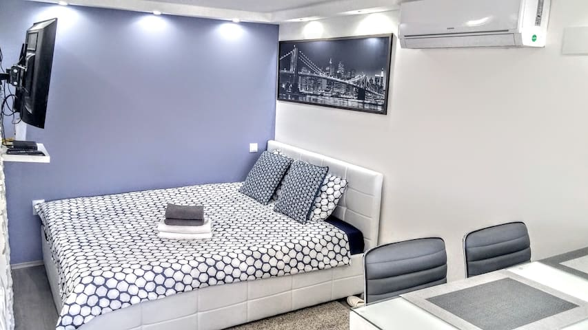 We want you to feel as if you are sleeping on clouds - high quality full size bed