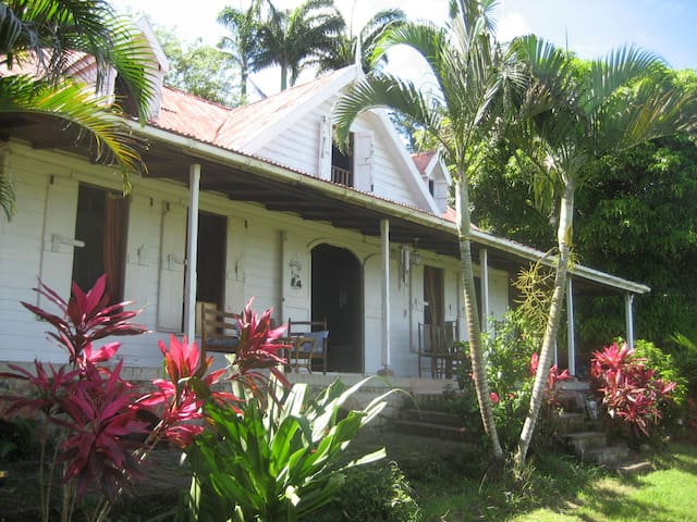 Plantation house with amazing views - Castries City - Hus
