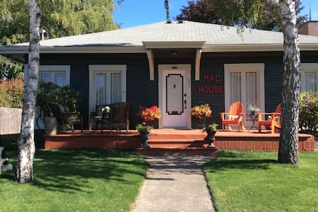The MAC HOUSE, Heart of wine country - McMinnville - House