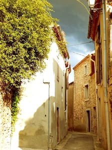 Characterful Stone Village House - Caunes-Minervois - Haus