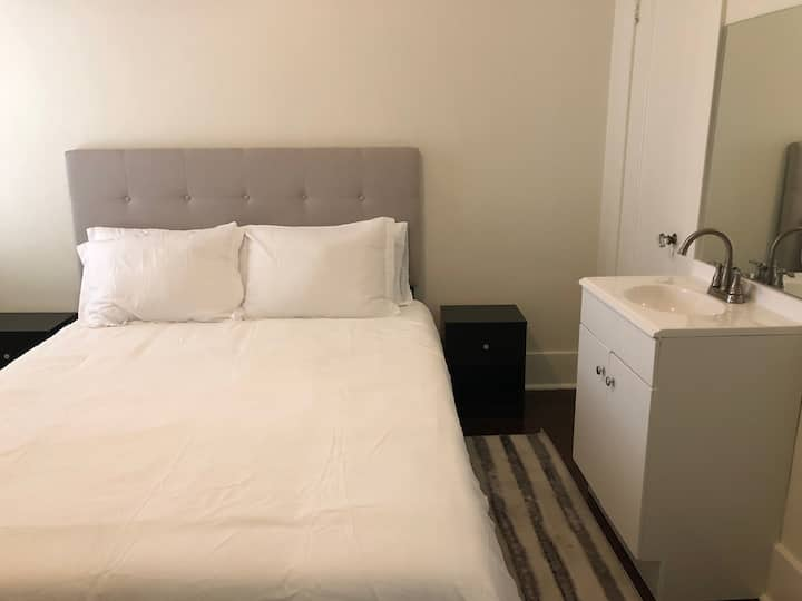 (Shep's Inn) Newly refurnished & Remodeled bedroom