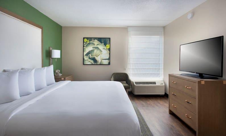 Hayes Street Hotel, King Suite