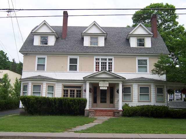Jeffersonian B&B Banana - Jeffersonville - Bed & Breakfast