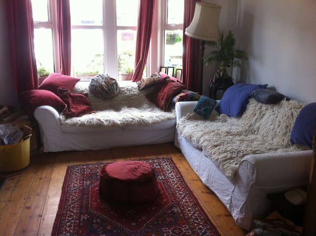 Two double bedrooms - sunny h - Bristol - House