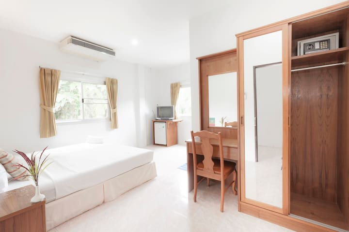 Double Bed R., HKT, Naiyang Beach - Sa Khu - Apartment