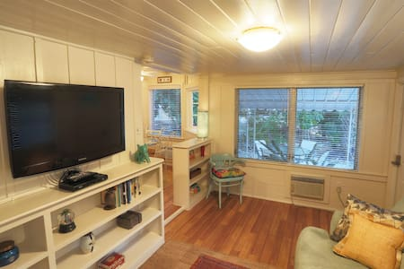 Cute Siesta Key Cottage! Renovated! - Siesta Key - Talo