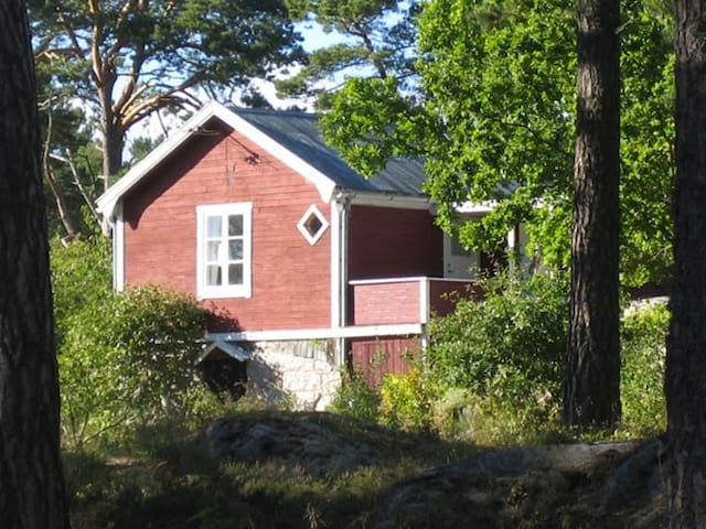 Cottage in the archipelago - Gällnöby - 小木屋