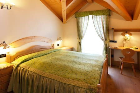 B&B Casa dei Ricci in the Dolomites - Male' - Bed & Breakfast