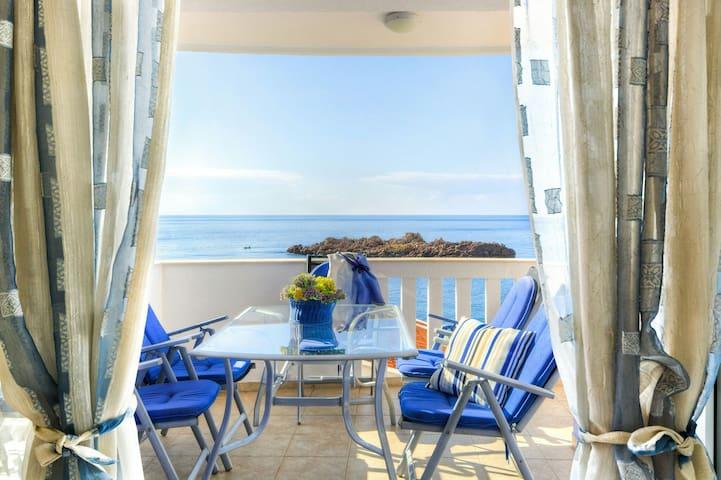 Уютная квартира в 80 метрах от моря - Sveti Stefan - Apartamento