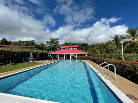 Villa with private swimming pool & WiFi in Melgar