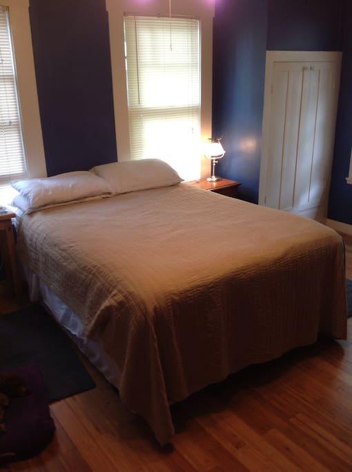 Blue bedroom w/ Queen Pillow-top mattress!