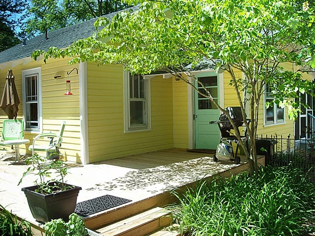 Cute cottage, convenient location! - Hendersonville - Maison
