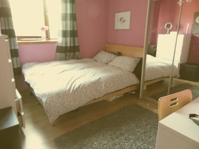 DOUBLE ROOM IN EAST END OF GLASGOW