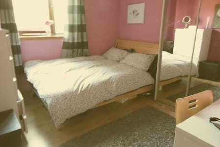 DOUBLE ROOM IN EAST END OF GLASGOW  - 格拉斯哥 - 住宿加早餐