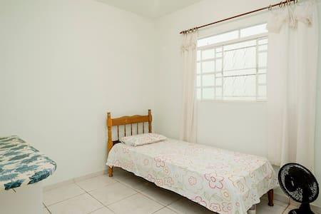 Quarto com ventilador  - Cuiabá - Maison