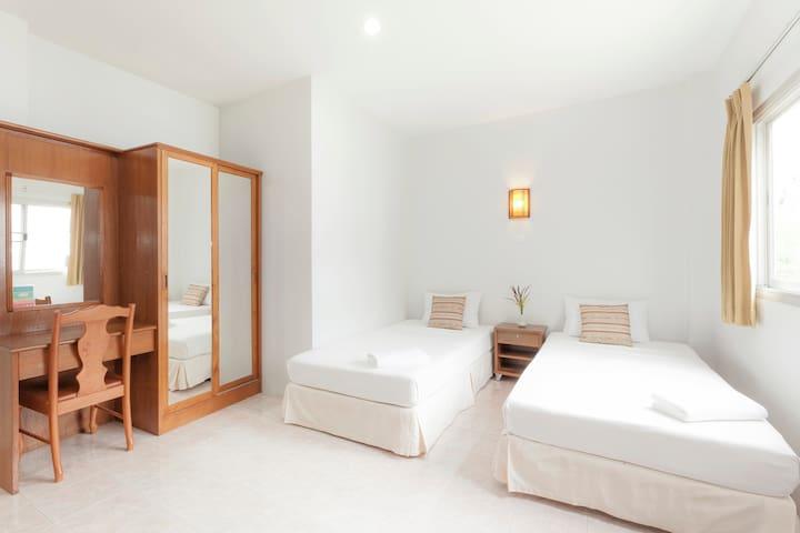 Twin bed R., HKT, Naiyang Beach