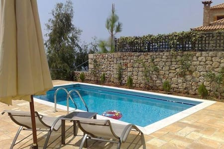 Luxury villa with private pool. - Lefktro