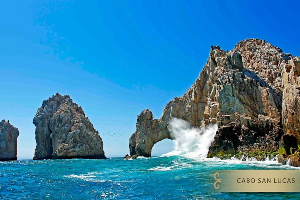 Just around the corner - the famous arch of land's end, cabo
