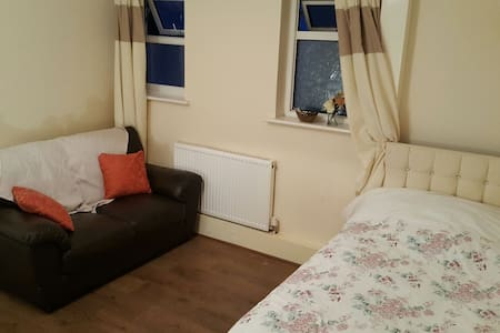 Spacious Room with own Kitchen, Bathroom & Garden! - Edgware - Flat