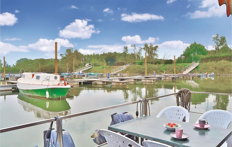 Houseboat with 1 bedroom on 65 m²