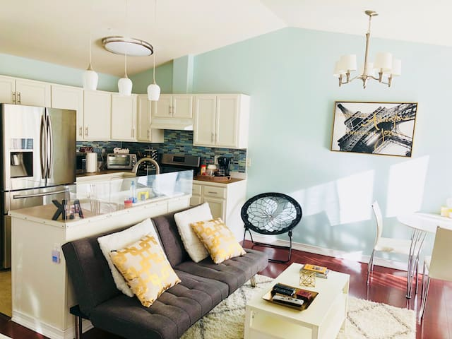 Elegant 1BR Suite 10mins to Downtown Anchorage!
