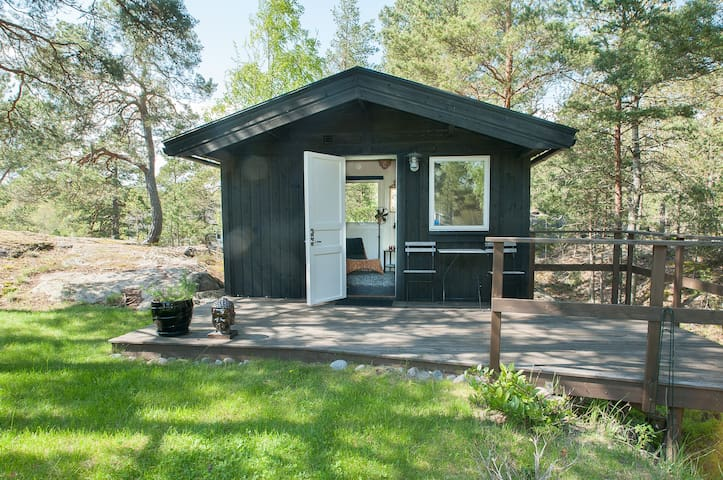 Cabin only 35 min to Stockholm + breakfast + bikes - Ingarö - Huis