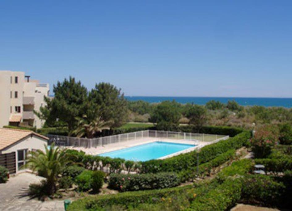 F2 cabine front de mer piscine apartments for rent in for Beau jardin apartments reviews