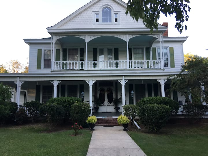 HayGood Manor rooms available