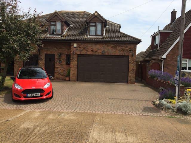 Grosvenor Road, Orsett, Grays RM16. - Orsett - Huis