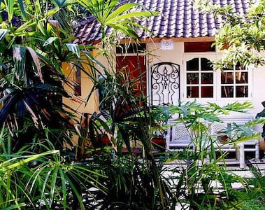 ROOM and GARDEN in WRITER'S VILLA - Ubud - Apartment