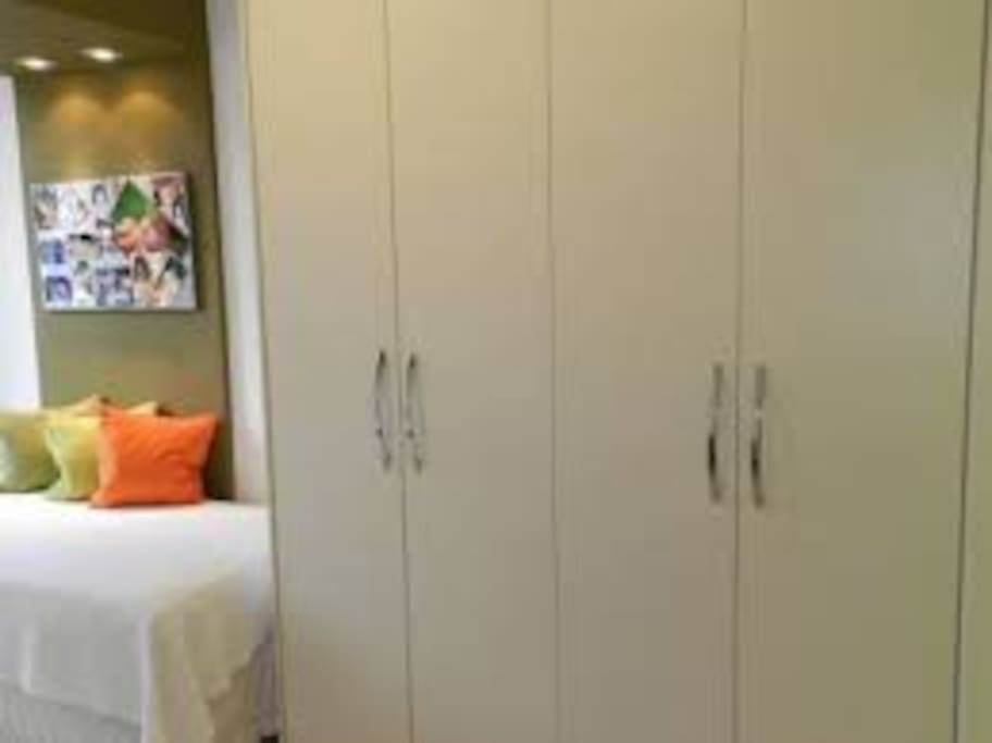 1 small room with single bed