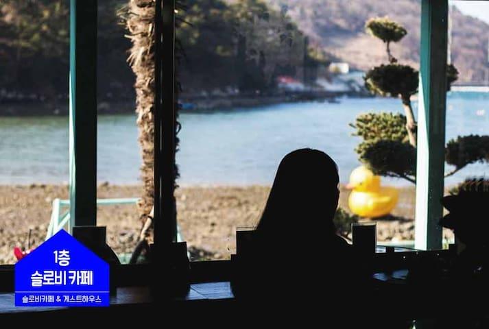바닷가 남성도미토리 (벙커형 개인침대)(1인기준)-한식조식무료