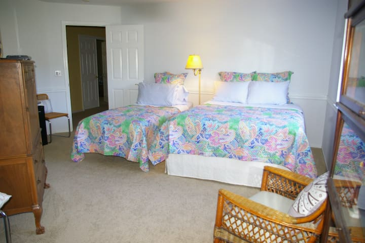 QUIET ROOM IN A BEAUTIFUL HOME - Pinole - Hus