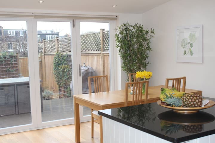 Bright, airy home in Wimbledon - London - Hus