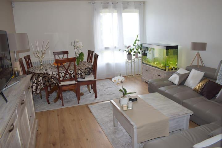 Chambre 2 donnant sur jardin proche Paris