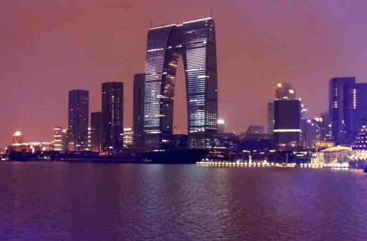 东方之门58楼独立卫浴湖景套房