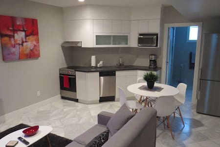 LOCATION!! MODERN IN CITY CENTRE!! - Kamloops