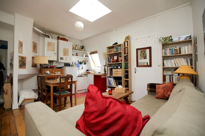 A cosy apartment in central Paris!
