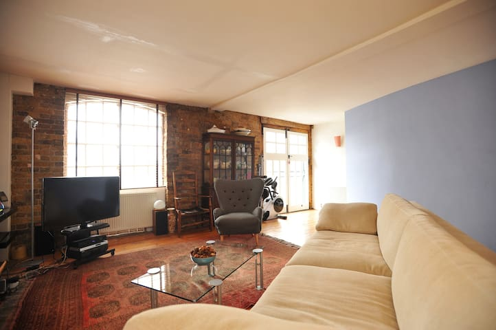 Loft Style Apartment in trendy Bermondsey Street