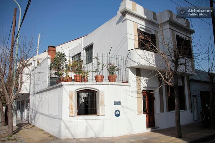 Hostel Casa Güemes - Avellaneda - Hostal