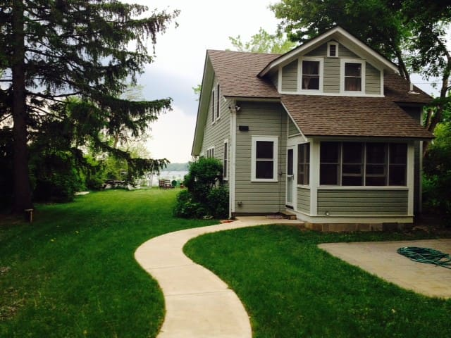 Charming cottage on Lake Beulah - East Troy