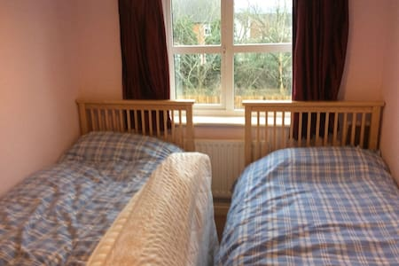Cheltenham Gold Cup Twin room and own bathroom - Bishops Cleeve