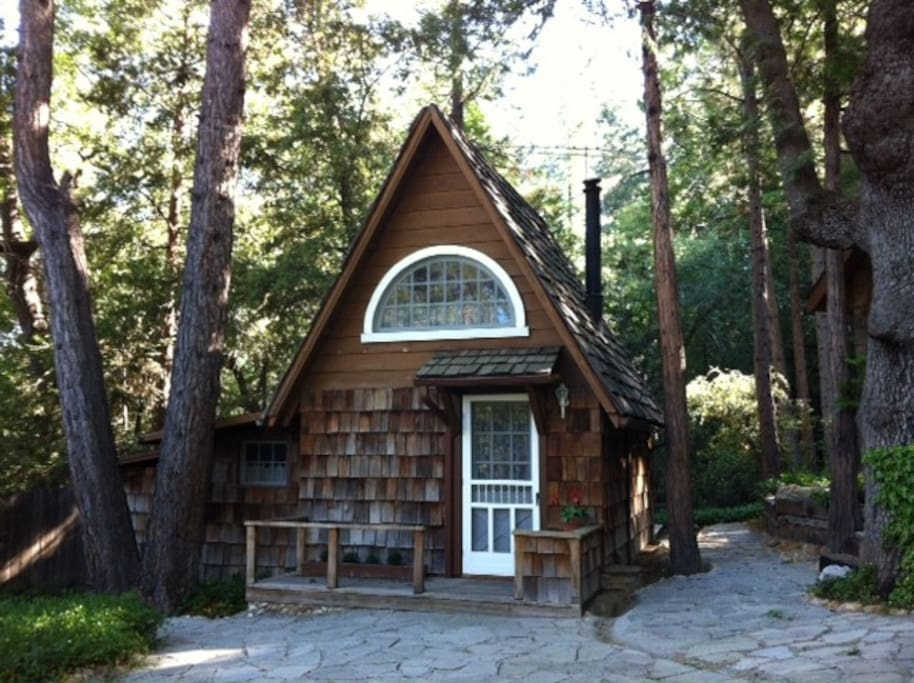 Charming cottage in the forest cabins for rent in for Airbnb cabins california